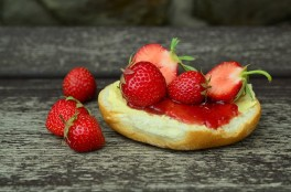 http://www.lafermedelasource.fr/182-thickbox_atch/confiture-de-fraises.jpg