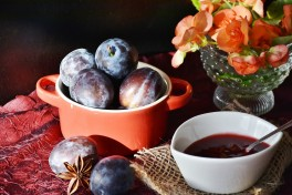 http://www.lafermedelasource.fr/288-thickbox_atch/confiture-de-prune-rouge.jpg